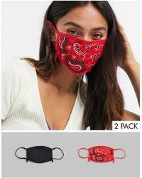 Skinnydip London Esclusiva - Confezione da 2 mascherine regolabili tinta unita nero e rosso con stampa bandana - Multicolore