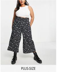 Simply Be Exclusivité - jupe-culotte à taille froncée et à pois s - Blanc