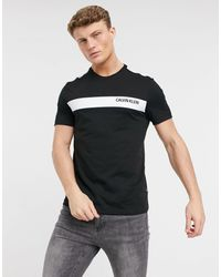 Calvin Klein - T-shirt con riga con logo a contrasto sul petto, colore nero - Lyst