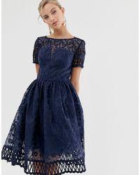Chi Chi London Темно-синее Кружевное Платье Премиум-качества С Вырезами И Короткими Рукавами -темно-синий