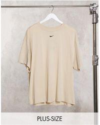 Nike Plus – Boyfriend-T-Shirt mit kleinem Logo - Natur