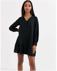 Boohoo Robe chemise boutonnée sans col avec ourlet à basque - Noir