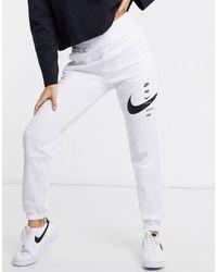 Nike – Oversized-Jogginghose mit Swoosh - Weiß