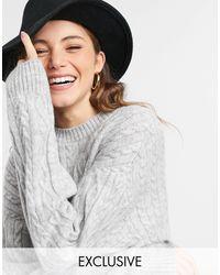 Reclaimed (vintage) – Inspired – Kastenförmiger Pullover mit Zopfmuster - Grau