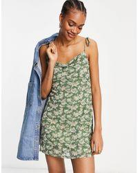 Fashion Union Robe courte à fines bretelles et col bénitier en tulle fleuri - Vert