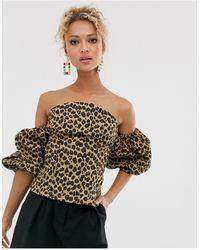 Never Fully Dressed – Schulterfreies Blouson-Wickeloberteil mit Leopardenmuster - Mehrfarbig