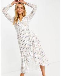 Never Fully Dressed Vestido midi blanco con lunares arcoíris metalizados y diseño cruzado y anudado