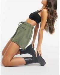 New Girl Order – Jogging-Shorts mit hohem Bund - Grün