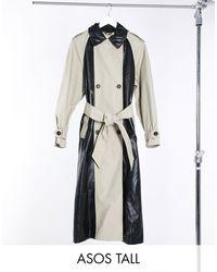 ASOS ASOS DESIGN Tall - Trench-coat en vinyle à empiècements - Noir & taupe - Neutre