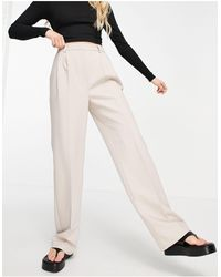 NA-KD X Vivian Hoorn - Pantaloni grigio talpa con pieghe frontali - Neutro