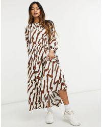 Glamorous Платье Макси С Ярусной Присборенной Юбкой, Отложным Воротником И Тигровым Принтом -белый - Естественный