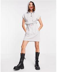 Love Moschino - Серое Платье С Короткими Рукавами, Капюшоном И Логотипом В Рамке -серый - Lyst