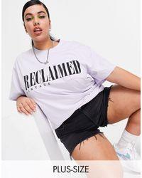 Reclaimed (vintage) - Inspired Plus - T-shirt con tasca e logo lilla - Lyst