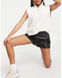 Miss Selfridge Pu Runner Short - Black
