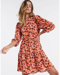 ONLY – Geblümtes Hängerkleid mit Schößchensaum und Puffärmeln - Mehrfarbig