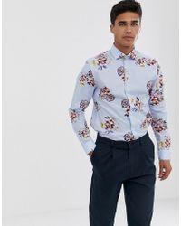 Moss Bros Camisa ajustada con estampado flores azules