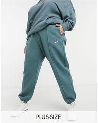 Nike - Plus - Joggers oversize blu navy con logo piccolo - Lyst