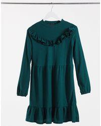 New Look - Vestito grembiule corto con volant colore verde - Lyst