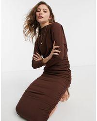 AX Paris Vestito longuette arricciato con spalle scoperte color cioccolato - Marrone