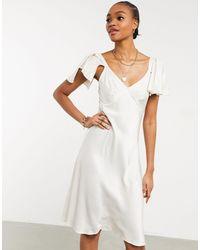 Ghost Атласное Платье Миди Цвета Слоновой Кости С Расклешенными Рукавами London Bridal-белый