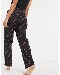 Daisy Street Pantaloni del pigiama con stampa di ciliegie stile anni '90 - Nero