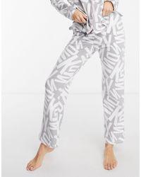 DKNY Fleece Pyjamaset Met Logoprint En Cadeuverpakking - Grijs