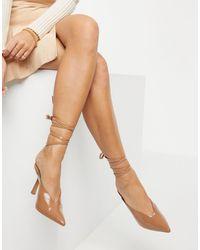 ASOS Zapatos beis con tacón medio y diseño anudado en la pierna - Neutro
