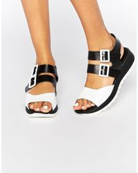 E8 - Carey Black Leather Flat Sandals - Lyst