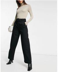 SELECTED Femme – Jeans mit weitem Bein und Gürtel aus Bio-Baumwolle - Schwarz