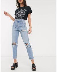 TOPSHOP – Mom-Jeans mit Tasche mit Rissen und Bleichwaschung - Blau
