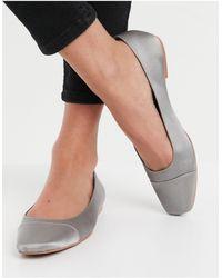 ASOS – Locket – Flache Ballerinas aus grauem Satin mit eckiger Zehenpartie