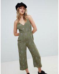 Honey Punch Tuta jumpsuit con scollatura sul retro e meduse ricamate - Verde