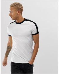 ASOS Camiseta blanca en tejido orgánico con panel en contraste en los hombros - Blanco