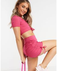 In The Style Ярко-розовые Облегающие Шорты Со Сборками X Demi Jones-розовый