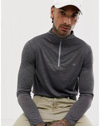 Calvin Klein Modelo con media cremallera en gris Harlem