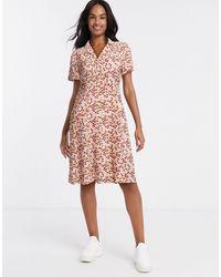 Blend She – wickelkleid mit ditsy-muster - Pink