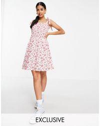 Daisy Street – Kurzes Camisole-Kleid mit Trägern zum Binden, Rüschen und Vintage-Blumenmuster - Pink