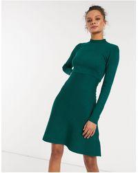 Girl In Mind Короткое Приталенное Платье Из Трикотажа Изумрудно-зеленого Цвета С Высоким Воротником -зеленый