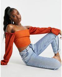 Vesper Top corto color óxido con escote Bardot y detalle - Naranja