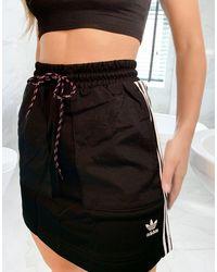 adidas Originals Falda con tres rayas en negro Bellista de