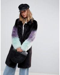 Urbancode Cappotto lungo con maniche in pelliccia sintetica sfumate - Nero