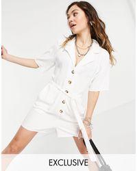 Reclaimed (vintage) Inspired - Combishort à ceinture avec bouton effet écaille - Blanc