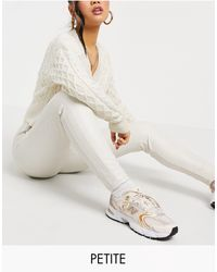 Miss Selfridge Petite - legging en imitation cuir - crème - Neutre