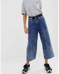 ASOS Cropped Skater Jeans With Extended Back Pocket Detail In Acid Wash - Blue
