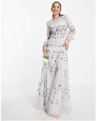 Frock and Frill Vestido largo gris claro con diseño bordado integral