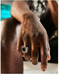 ASOS - Блестящее Серебристое Кольцо-печатка Из Нержавеющей Стали С Черным Камнем И Греческой Волной - Lyst