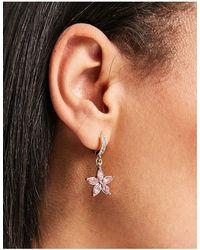 Monki Jamiee - Créoles à pendentif fleur - Métallisé