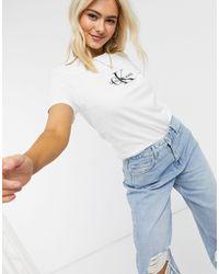 Calvin Klein – T-Shirt mit Logo vorne - Weiß