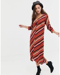Bershka Robe écharpe à rayures boutonnée devant - colore - Rouge