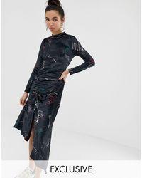 Reclaimed (vintage) Inspired - Robe en velours mi-longue à imprimé floral artistique avec ourlet froncé - Noir